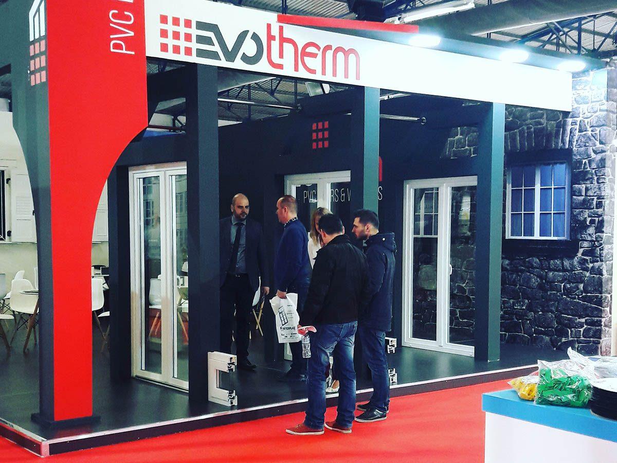 Παρουσία INFACOMA 2018, Ο Μάστορας Σπυρέτος στο περίπτερο της Evotherm με τα προϊόντα GEALAN